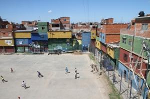 How one half lives: Villa Bajo Flores in Buenos Aires. Roy Maconachie, CC BY-SA